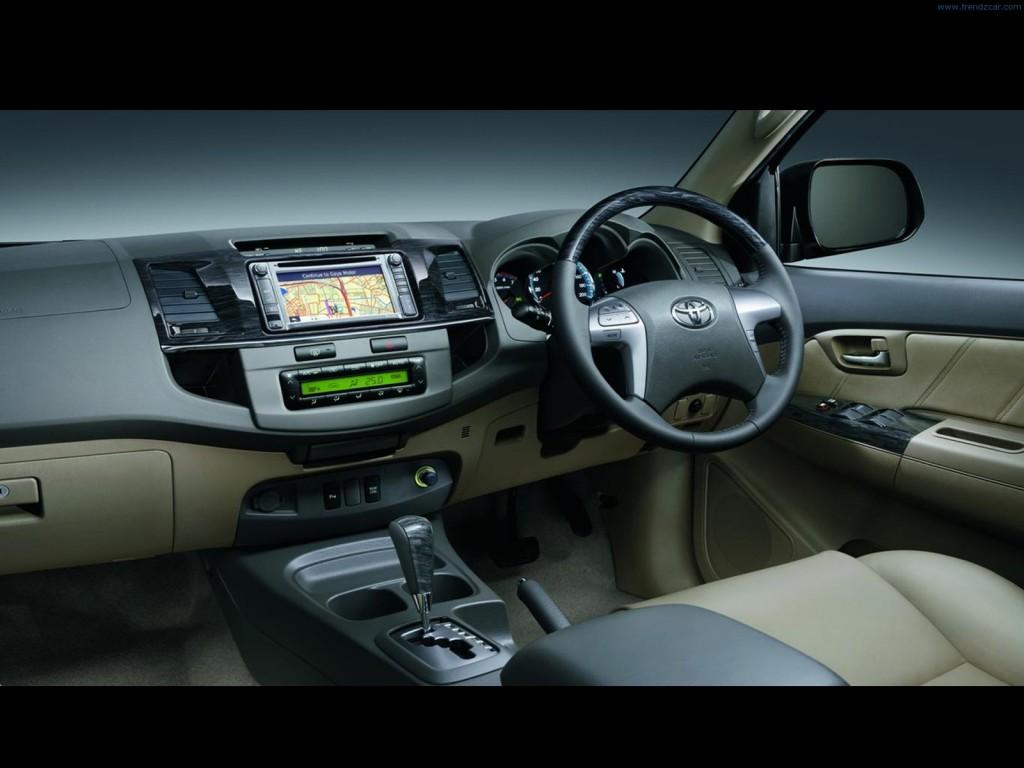 2012-Toyota-Fortuner